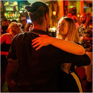 Bachata danslessen bij Salsa Sensation dansschool in Eindhoven